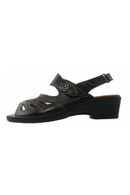Comfort sandal with extra width