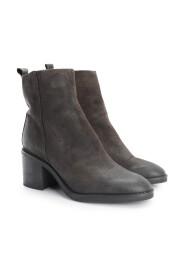 "Boots ""Natalie"""