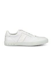 Low top urban sporty sneakers