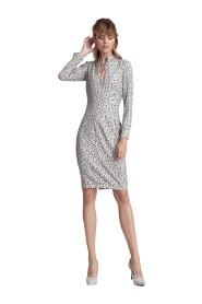 Wzorzysta sukienka ze stójką i dekoltem typu łezka