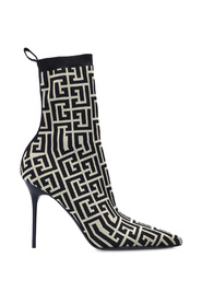 Stiletto pumps with sock