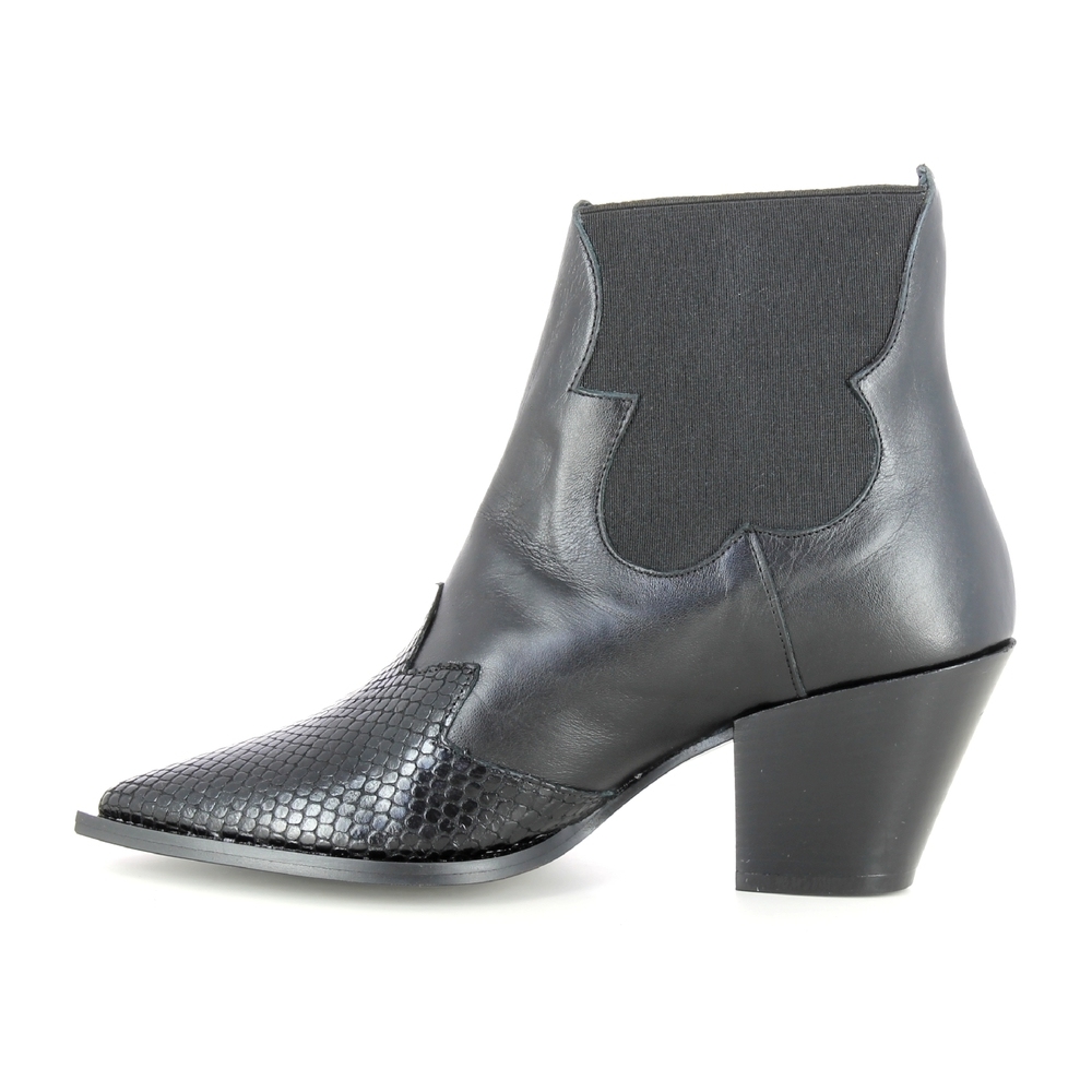 Naiset Kengät black Women's shoes March23 Saappaat Miinto