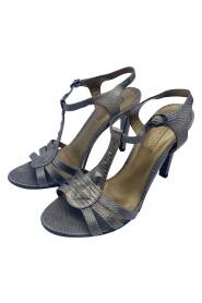 brukte sandaler med hæl