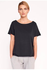 Universal, loose T-shirt with a Lotta round neck