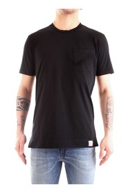 T-shirt with applied pocket
