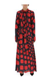 Langes Kleid mit geometrischem Muster