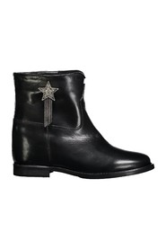 Raised boot with star
