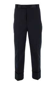 Trousers with icolor label on the back
