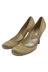 Pre-owned round toe heels