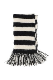 Scarf with horizontal striped pattern and fringed edges