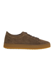 Suede sneaker with caramel sole