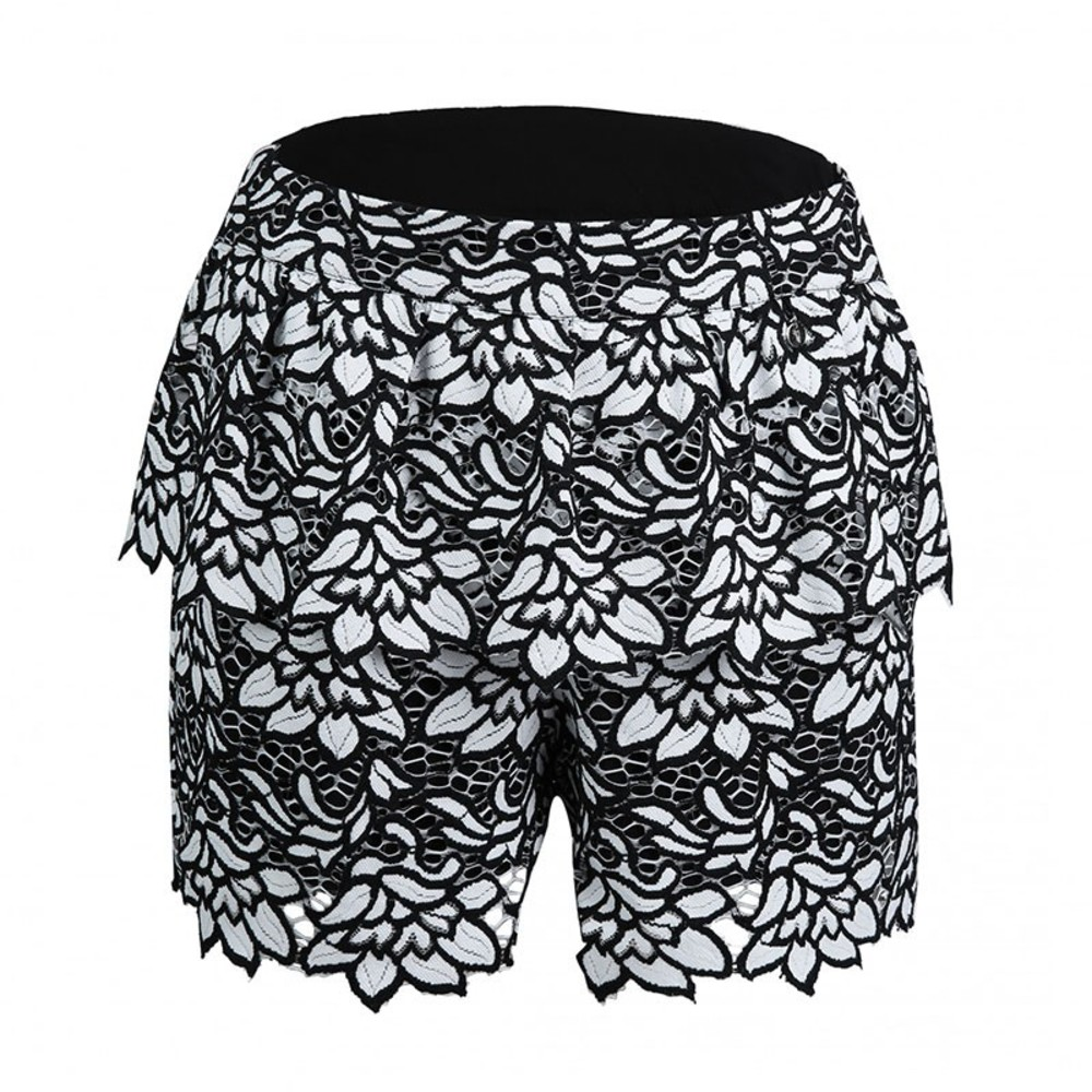 Lsaura short met kant  in zwart wit