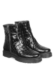 Short Boot with zipper and track sole