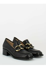 Loafers with front chain