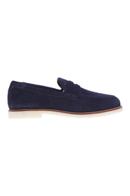 Suede moccasin with light para sole and contrasting welt