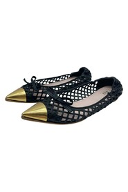 pointed toe cage weave shoes