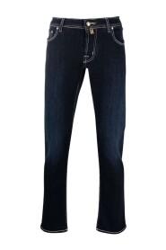J622 Jeans