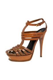 Pre-owned Sandals