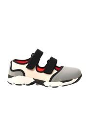 Uitgesneden sneakers met klittenband