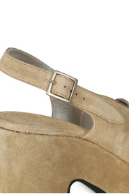 Beige Free Lance Bridge Cross Line Sandal