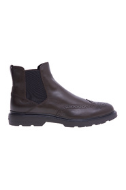 English style Chelsea boot with leather upper