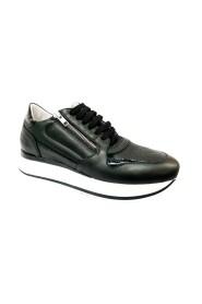 76700 Sneakers