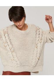 Sweter oversize z metalowymi pierścieniami