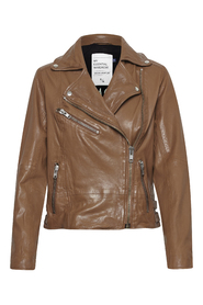 02 THE LEATHER JACKET