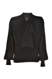 Pullover med knyting