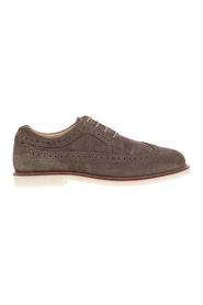 English style lace-up with light para sole and contrasting welt