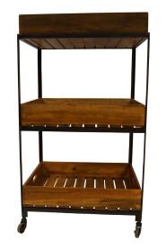Funktionelt og rummeligt rullebord med bakker