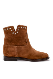 Suede ankle boots with star studs on the border.