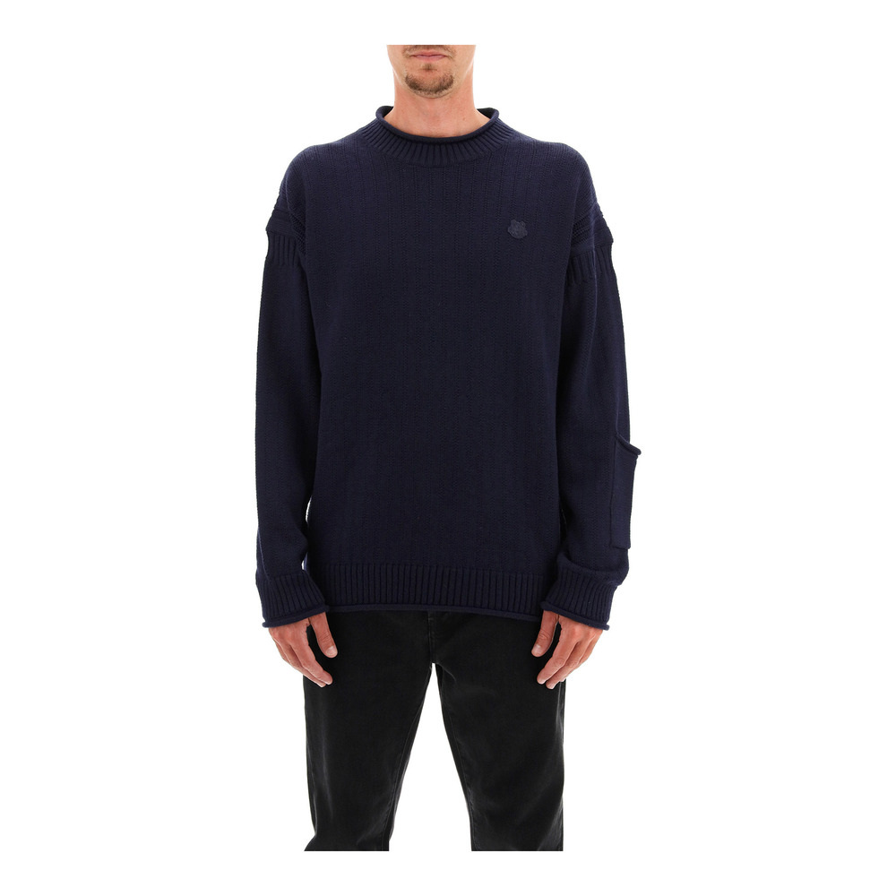 Sweater with tiger crest patch