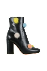 Boots with pompoms