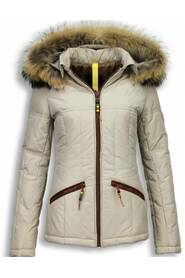 Short winter jacket with hood