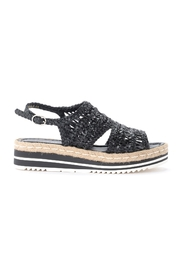 Sandal in woven leather