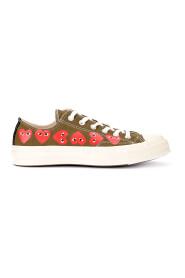 Sneaker Play x Converse kaki con cuori