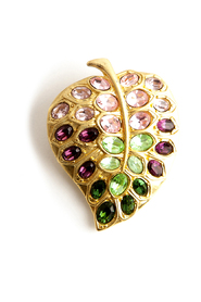 Round sparkling leaf brooch