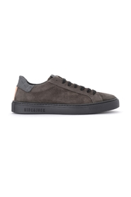 Essence Oil sneakers in suede