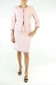 Single-breasted jacket, pencil skirt.