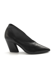 Halmanera With Heel Black