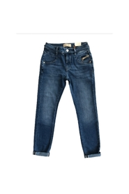 model Nelly String Jeans