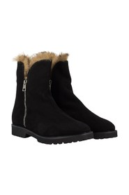 Ankle boots with faux fur