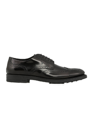 Flat laced shoes
