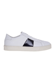 Leather sneaker with side band