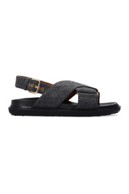 Sandals with buckle strap