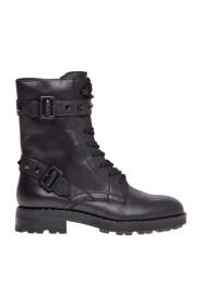 Anfibio con cinturini borchiati boots