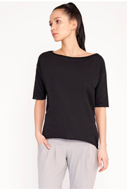 T-shirt with a loose cut and a Megan Summer boat neckline