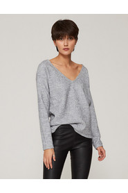 Sweter wełniany z dekoltem w serek