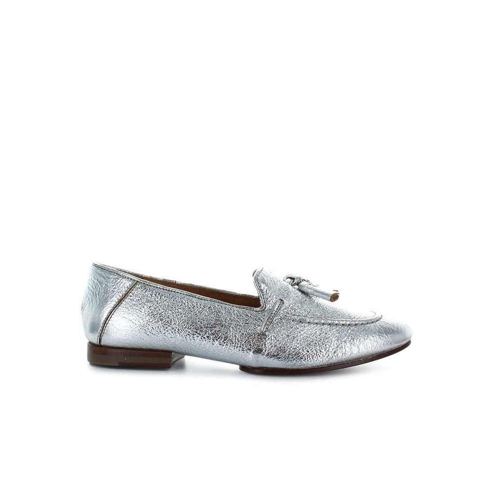 EATHER WITH TASSELS LOAFER